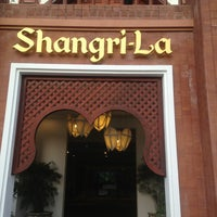 Photo taken at Shangri-La Hotel by Precious 艺. on 5/27/2013