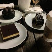 Photo prise au Starbucks par Zeynep T. le3/20/2013