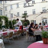 Снимок сделан в Pizzeria Regina Margherita пользователем Weldon G. 5/1/2013