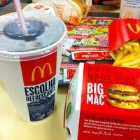 Foto tirada no(a) McDonald's por Priscila A. em 2/2/2012