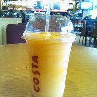 Снимок сделан в Costa Coffee пользователем zuhair h. 4/30/2012