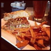 Das Foto wurde bei Blazing Onion Burger Company von Chad B. am 9/19/2012 aufgenommen