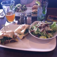 Photo taken at Earls Restaurant by Valery W. on 5/22/2014