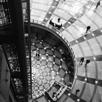 Photo prise au The Atrium at the Thompson Center par Mike F. le4/2/2014