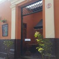 Foto tirada no(a) La Sucursal Restaurante Bar por Nohe P. em 8/21/2016