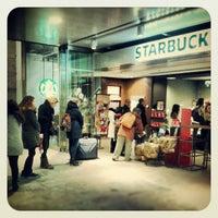 Foto tomada en Starbucks por Dave D. el 12/10/2012