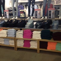 Photo taken at AEO Factory Store by Feernanda H. on 7/24/2014