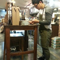 Photo taken at Lavate Coffee by 원호 이. on 5/8/2014