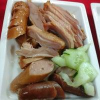 Photo taken at Restoran Yummy Yummy Duck 津津味燒鴨飯店 by Naomi Y. on 8/24/2014