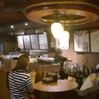 Photo taken at 星巴克 Starbucks by Coco H. on 8/15/2014