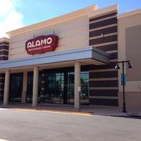 รูปภาพถ่ายที่ Alamo Drafthouse One Loudoun โดย Donnie H. เมื่อ 9/26/2013