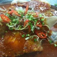 Photo taken at Restaurant E'S Garden by 汤 缮. on 10/21/2014