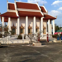 Photo taken at Wat Poramaiyikawas Worawihan by chaloempol l. on 12/27/2012