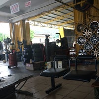 Photo taken at Bakti Pro Enterprise Kedai Tayar by AMir H. on 6/15/2014