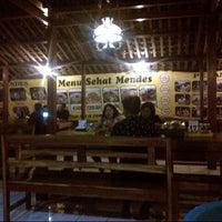 Photo taken at Mie Lethek Mbah Mendes by Hanung S. on 4/23/2015