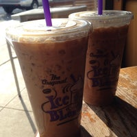 Photo taken at The Coffee Bean & Tea Leaf by Chanoksuda H. on 5/24/2014