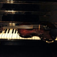 Das Foto wurde bei Ünlü Akademi Müzik von Alper E. am 1/11/2014 aufgenommen