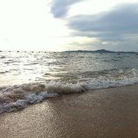 Photo taken at Jomtien Beach by NoOKratAi on 9/22/2012