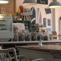 4/18/2013にRoman B.がPure Living Bakeryで撮った写真