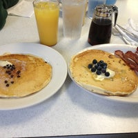 Das Foto wurde bei Bob's Diner von Marisol G. am 1/11/2013 aufgenommen