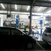 Photo taken at AUTO 2000 TOYOTA Abian Tuwung Kediri Tabanan by yunita p. on 6/7/2014