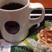 Photo taken at Tully's Coffee by maru_a_gogo on 5/22/2014