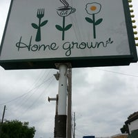 Foto tomada en Home Grown  por Ann G. el 6/23/2013
