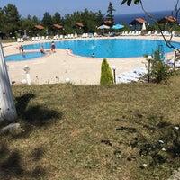 Photo taken at Grand Kirazlar Otel Havuz by SeRkan G. on 8/26/2015