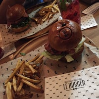 Photo taken at Le Burger by Hùng P. on 7/30/2015