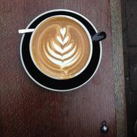 Photo prise au Lot Sixty One Coffee Roasters par Patrick S. le10/25/2013