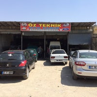 Photo taken at öz teknik oto tamir Bakım Servisi by E K. on 8/28/2014