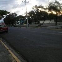 Photo taken at Parque Central de La Cruz by Maikool G. on 12/11/2014