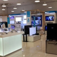 Photo taken at Samsung Store @ The Digital Ecperience by Jannie V. on 1/30/2014