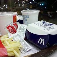 Foto tomada en McDonald's por Alexander Z. el 4/10/2013