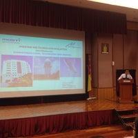 Photo taken at Jabatan Meteorologi Malaysia by Farieza Ashikin A. on 1/20/2016