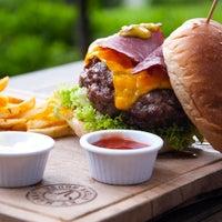 10/26/2014 tarihinde Et Mekan Steak House & Nargile Cafeziyaretçi tarafından Et Mekan Steak House & Nargile Cafe'de çekilen fotoğraf
