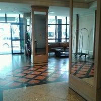 Foto tirada no(a) Vernon Palace Hotel Curitiba por Beto W. em 11/23/2012