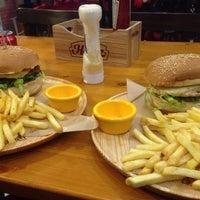 1/9/2014 tarihinde Cahit K.ziyaretçi tarafından Meatballs Burger House'de çekilen fotoğraf