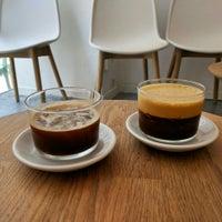 Das Foto wurde bei kaffemik von Kvíčala am 7/9/2016 aufgenommen