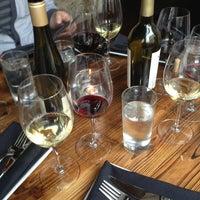 รูปภาพถ่ายที่ Vinted Wine Bar & Kitchen โดย Emily M. เมื่อ 3/11/2013