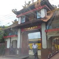Photo taken at Kelenteng Eng An Kiong by Venny Z. on 1/13/2013