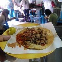 Foto tomada en Tacos La Morena por Barski T. el 5/16/2014