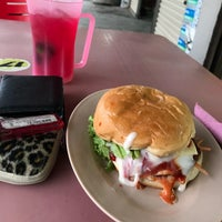 Photo taken at Man Burger by Zaim N. on 1/29/2018