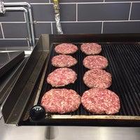 Foto tomada en Burger Bucks por --- -. el 2/16/2017