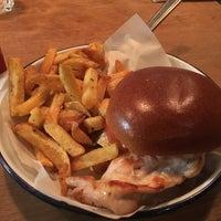 Снимок сделан в Honest Burgers пользователем Lilia S. 7/28/2017