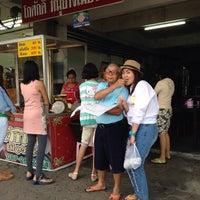 Photo taken at โกศักดิ์ หมูย่างเมืองตรัง by June J. on 4/7/2014