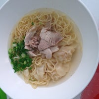 Photo taken at Heng Heng Noodle by N'noon N. on 9/13/2014