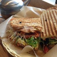 Das Foto wurde bei Flour Bakery + Cafe von Cara T. am 3/16/2013 aufgenommen