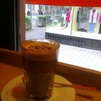 Das Foto wurde bei Milia's Coffee von Mischa C. am 5/17/2013 aufgenommen