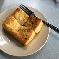 Photo taken at Sin Poh Poh Cafe by Clement C. on 5/7/2017